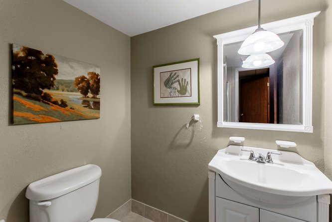 30024 Canterbury Circle-small-041-078-Bathroom-666x446-72dpi.jpg