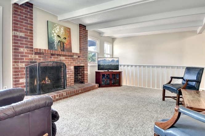 19455 E Floyd Avenue-small-008-032-Family Room-666x445-72dpi.jpg