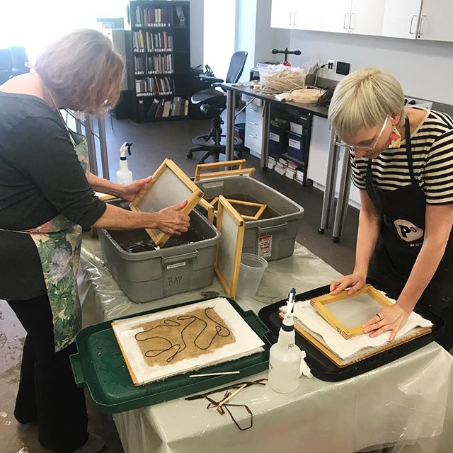 Yesterday was the last night of my summer community papermaking class. Gonna miss this crew and all the pulpy fun we had! Big thanks to my incredibly helpful and talented assistant @jazgallegos45, to the @bookartsprogram and @uofulifelonglearning for putting on the course, and my wonderful students!  #handmadepaper #papermaking #workshop #pulp #craft #hollanderbeater #kozo #abaca #cotton #sisal #sculptualpaper #pulppainting