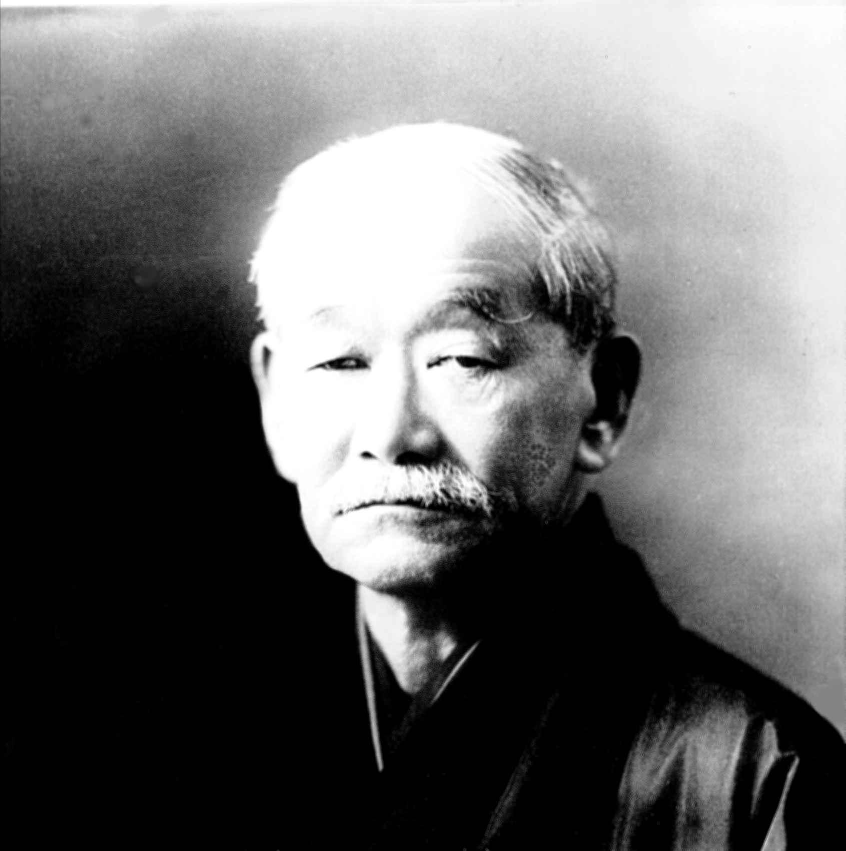"""""""Judo to nie tylko sztuka walki, lecz podstawowa zasada ludzkiego zachowania. Jest błędem sądzić, że judo kończy się na macie."""" Jigoro Kano 1860-1938"""