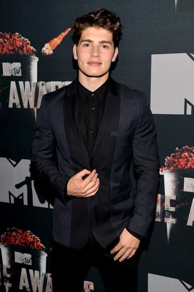 Gregg+Sulkin+MTV+Movie+Awards+Press+Junket+c1C2Ejau5tCl.jpg