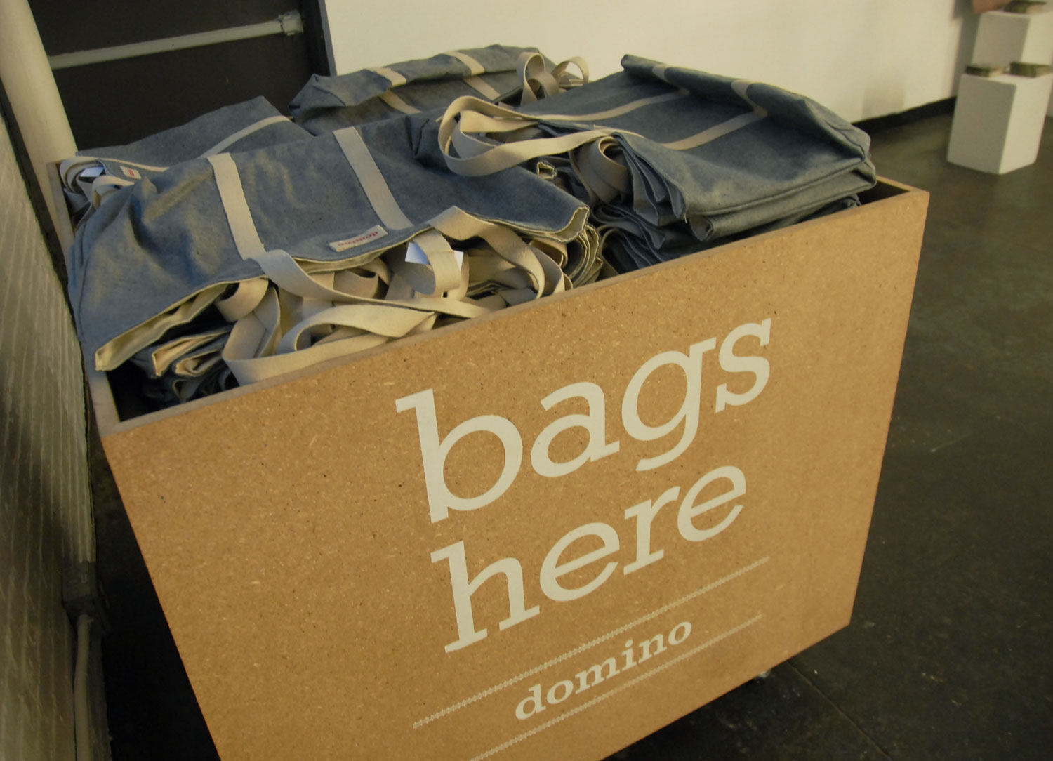 THE CUSTOM DESIGNED SHOPPING BAGS