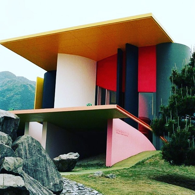 If exuberance took form, this is what it would look like. Don't know the architect or location. This image just made my day. #thevisionaryspace #beyondbeauty #architecture #home #love #design #happy #interiordesign #art #monyay