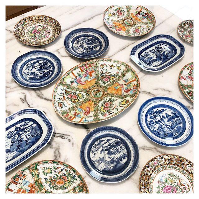 Could design plate walls all day every day...🧡🍽💙 #staytuned #jbinteriors #antique #plates #rosemedallion #blueandwhite #interiordesign #designhouston #houstondesign