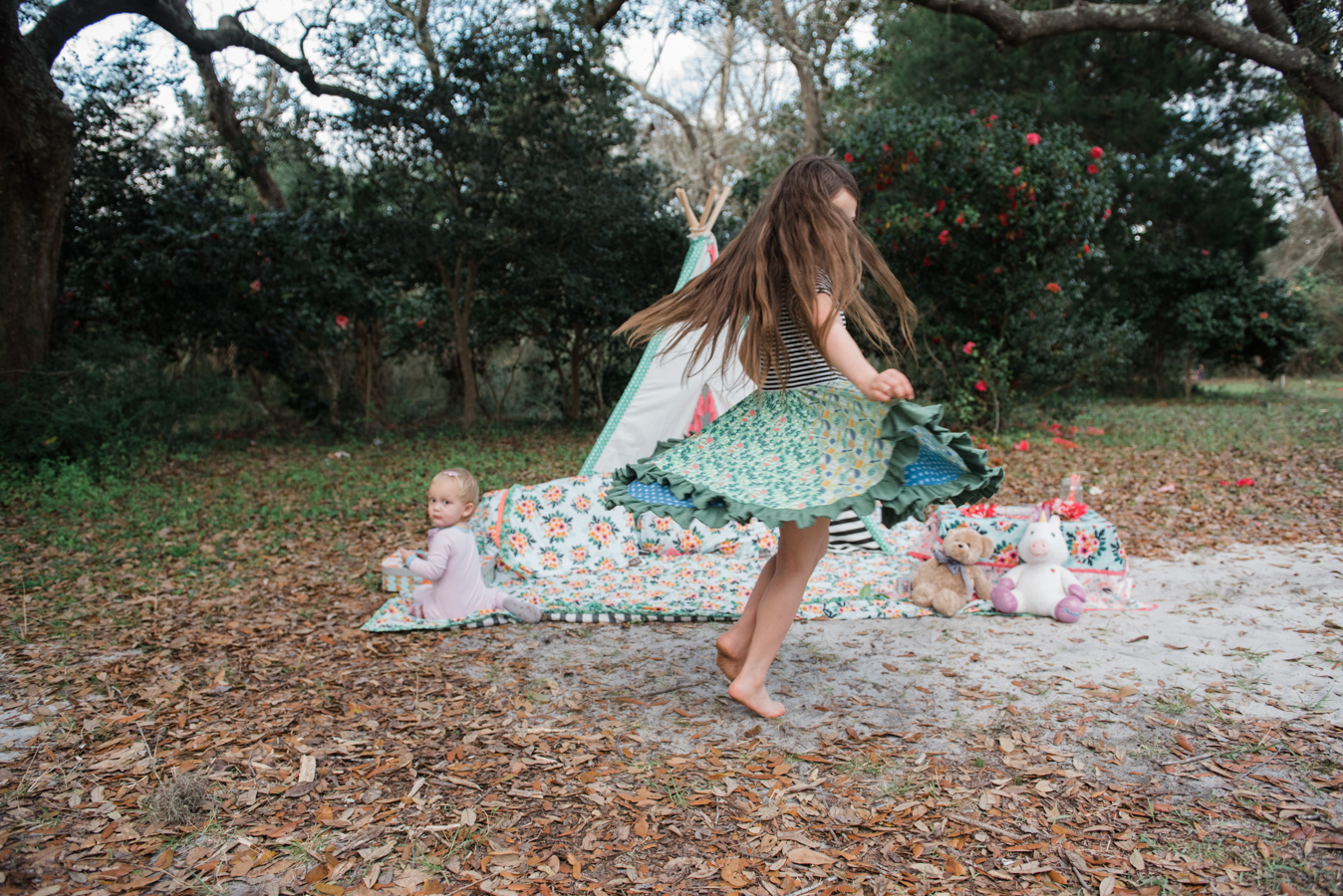 twirling child-child and baby photographer-pensacola