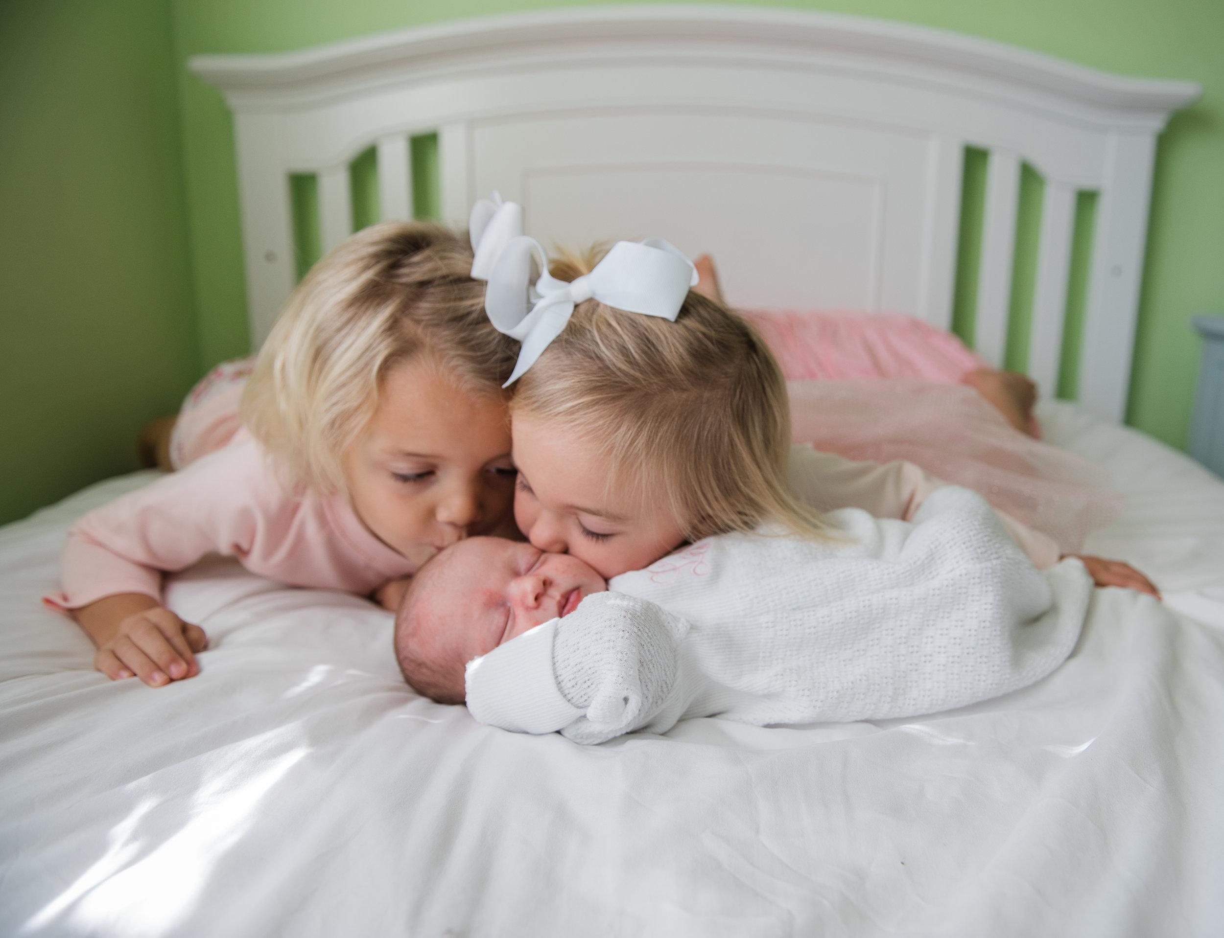 kids kissing baby-navarre newborn photographer