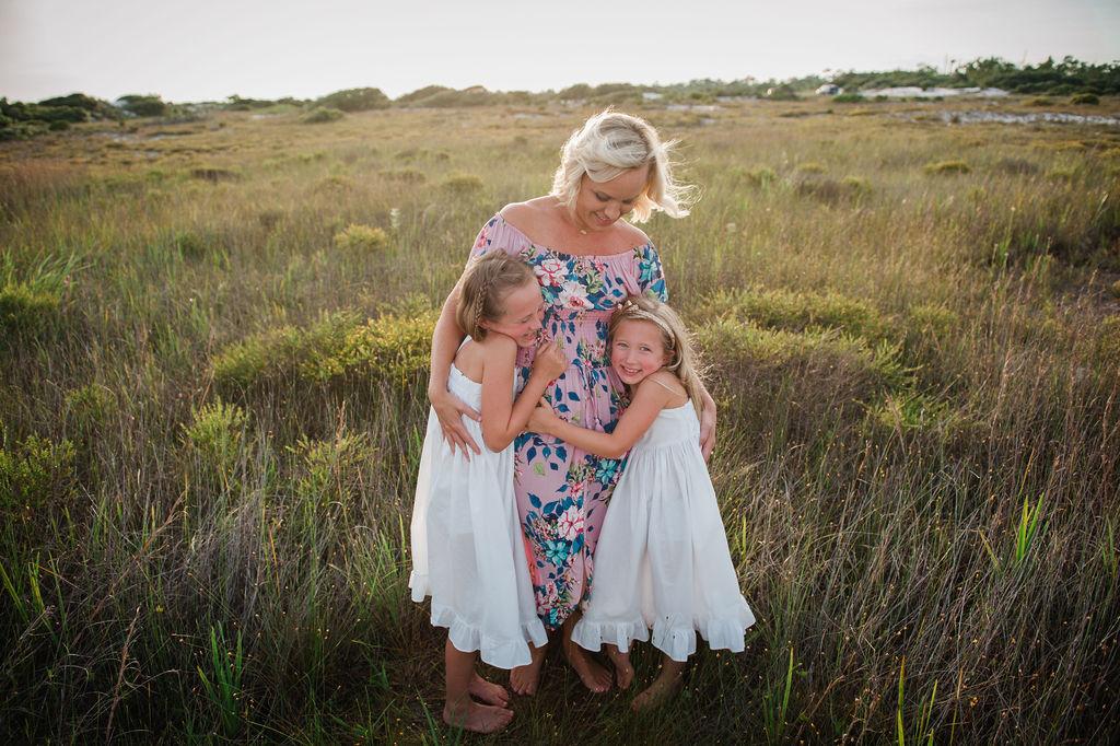 mom hugging girls in seagrass-pensacola beach family photographer-ann mangum photography