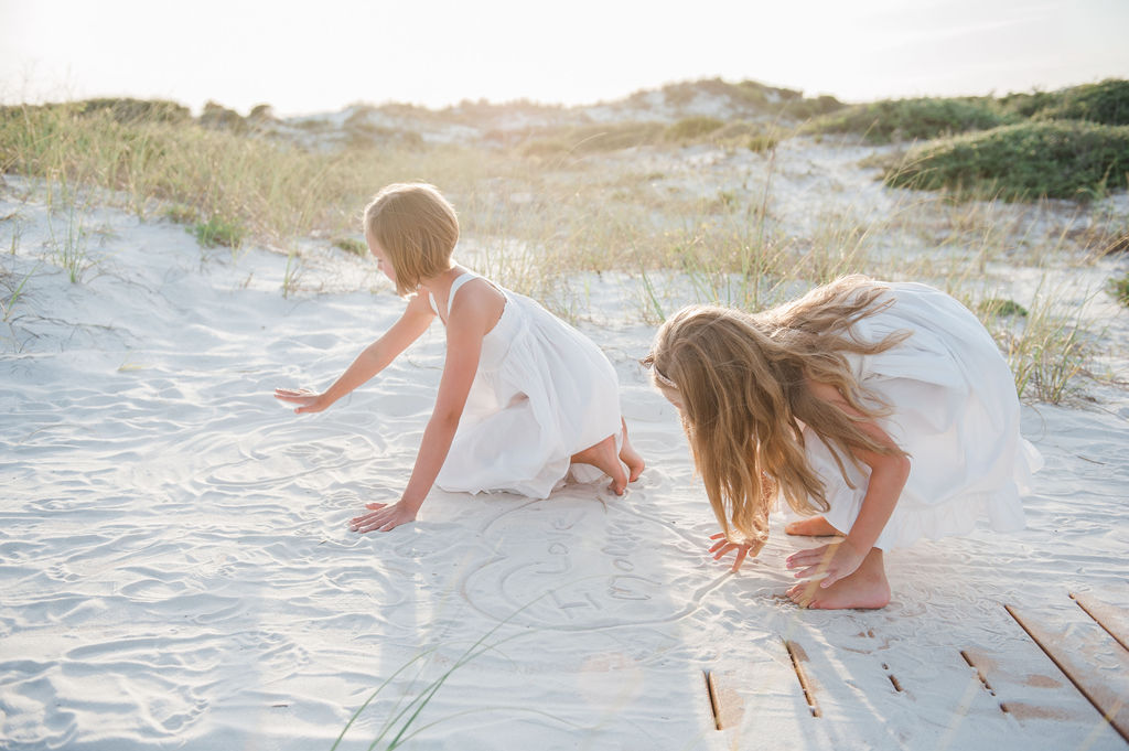 girls digging in sand-pensacola family photographer-ann mangum photography
