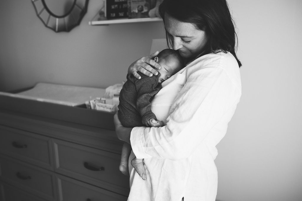 mom holding baby-Gulf breeze photographer-Ann Mangum Photography