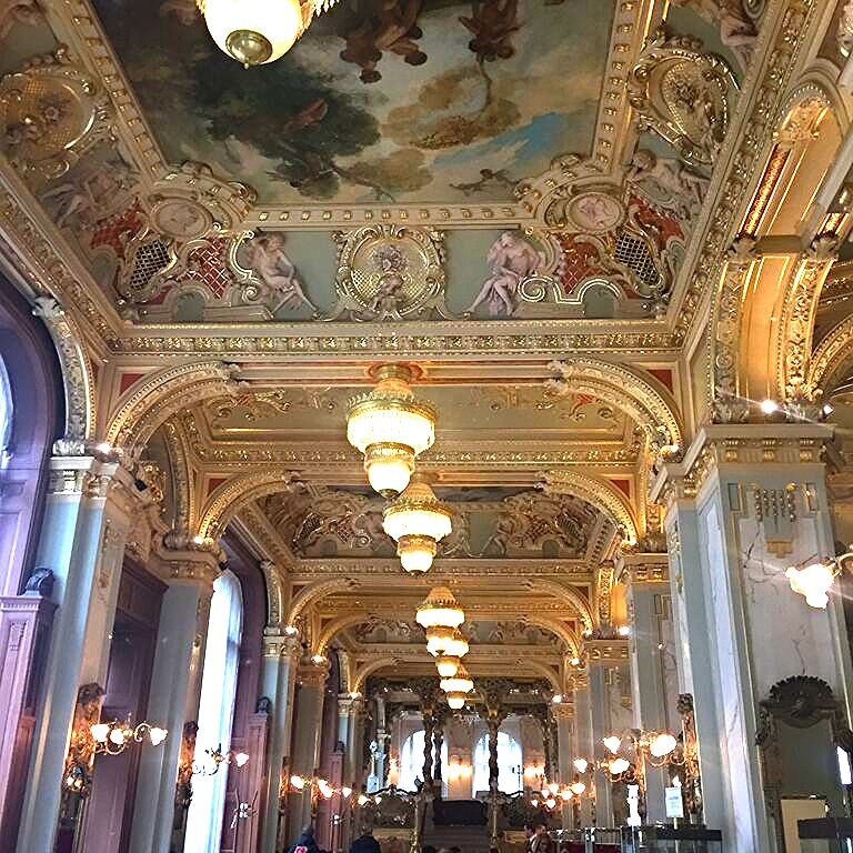 interior of the New York Cafe