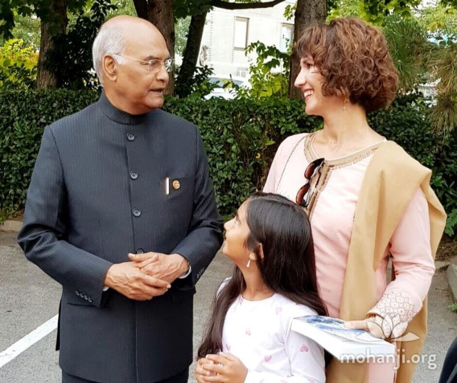 Devi-Mohan-meets-Indian-president (2).jpg
