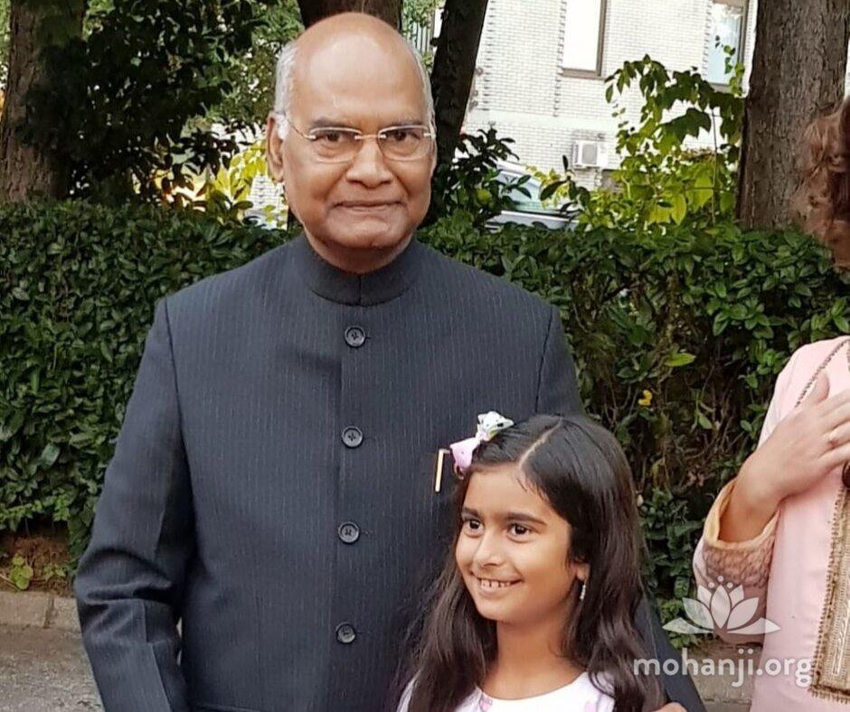 Devi-Mohan-meets-Indian-president (1).jpg