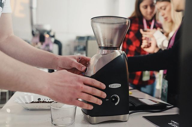 Fact: Introducing folks to our favorite coffee tools is one of our favorite parts of planning The Barista League.  Fact: I grind my coffee on a @baratza Virtuoso every morning. 🌈