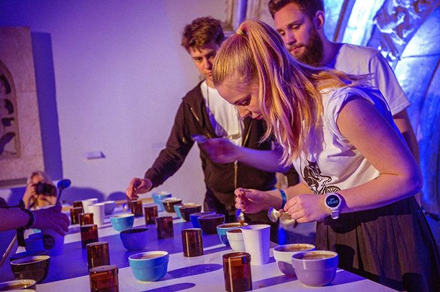 Remember those coffees that were roasted in ROUND 1? ☕️ ROUND 3 in Zagreb was a cupping open to all event attendees! The coffees roasted earlier in the evening were evaluated by all 12 teams and 3 judges. Favorite cups were awarded points to determine our winners! 🏆