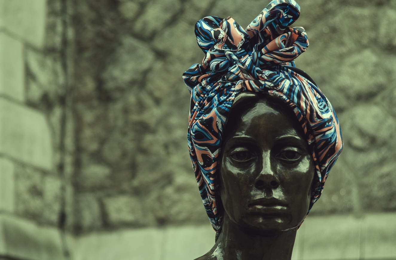 Urban Intervention  - Series of street performances aiming to resignify the personalities of statues and public monuments around the world