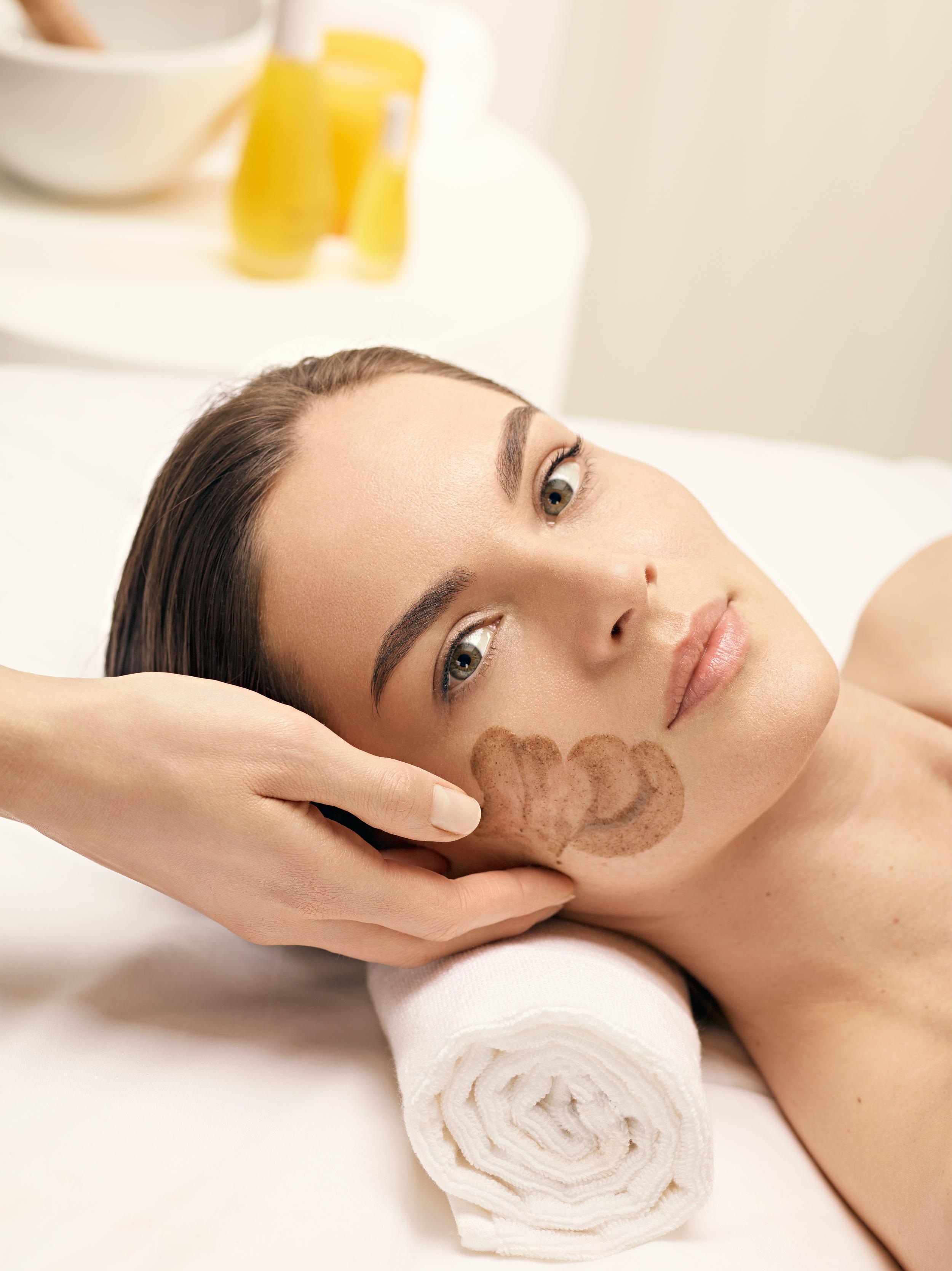 dec_treatment_visual-face-scrub_cmyn.jpg