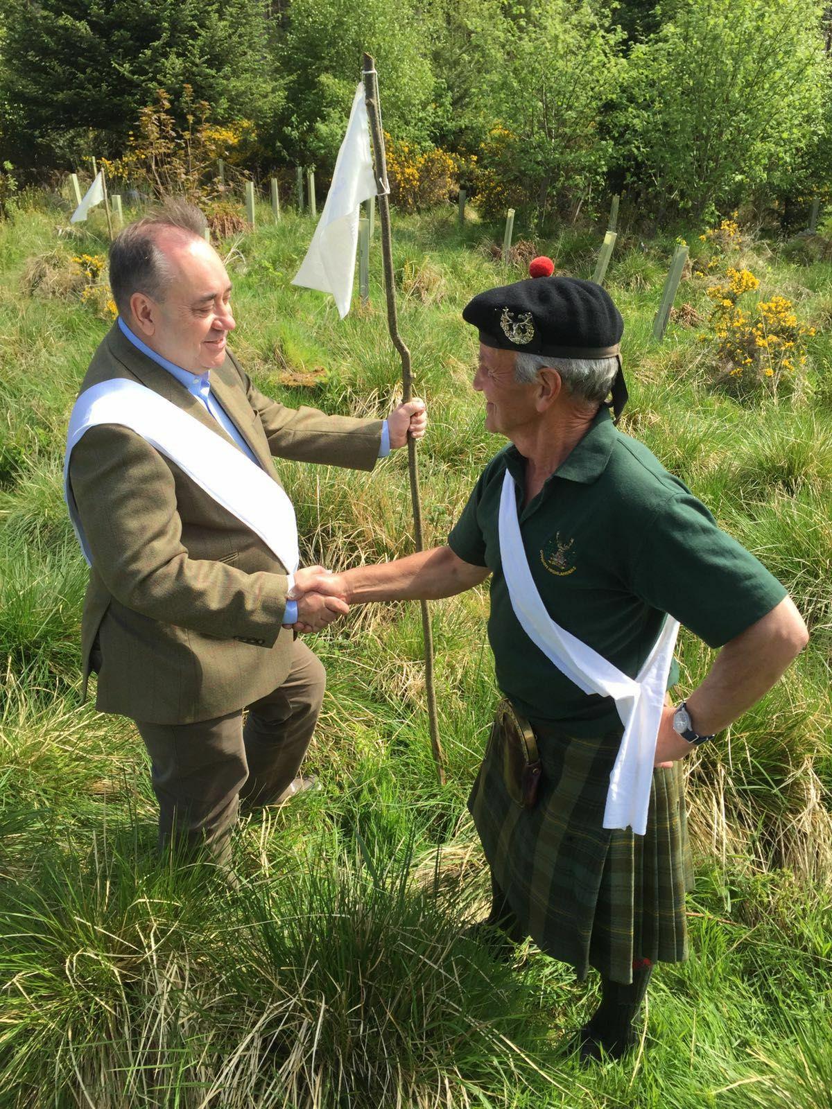 Alex Salmond meeting retired Gordon Highlander Maj. Mike Taitt at the White Wood in Huntly.