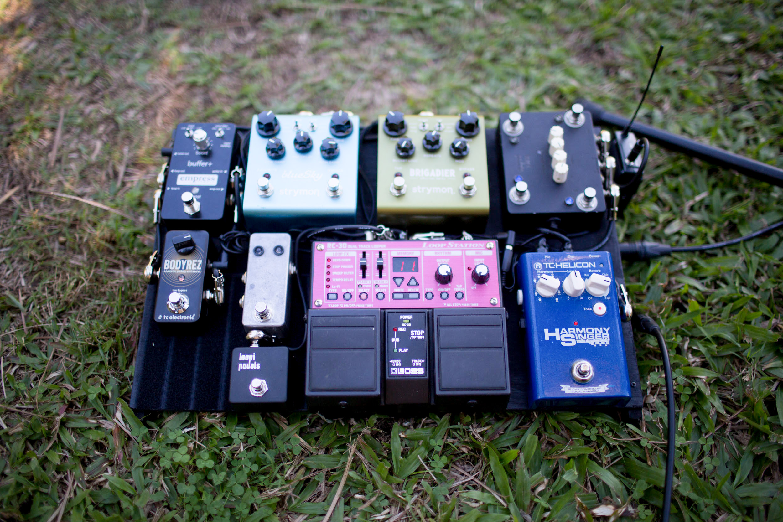 CUSTOM MADE  (BATTERY POWERED)  PEDAL BOARD  [DESIGNED, WIRED AND BUILT BY MICHAEL EOTVOS]