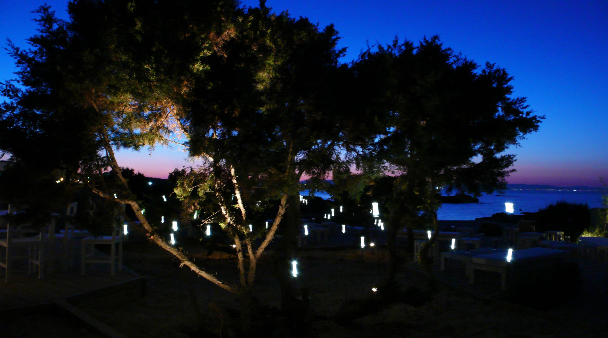 AELAND - lighting_restaurant_exterior.jpg