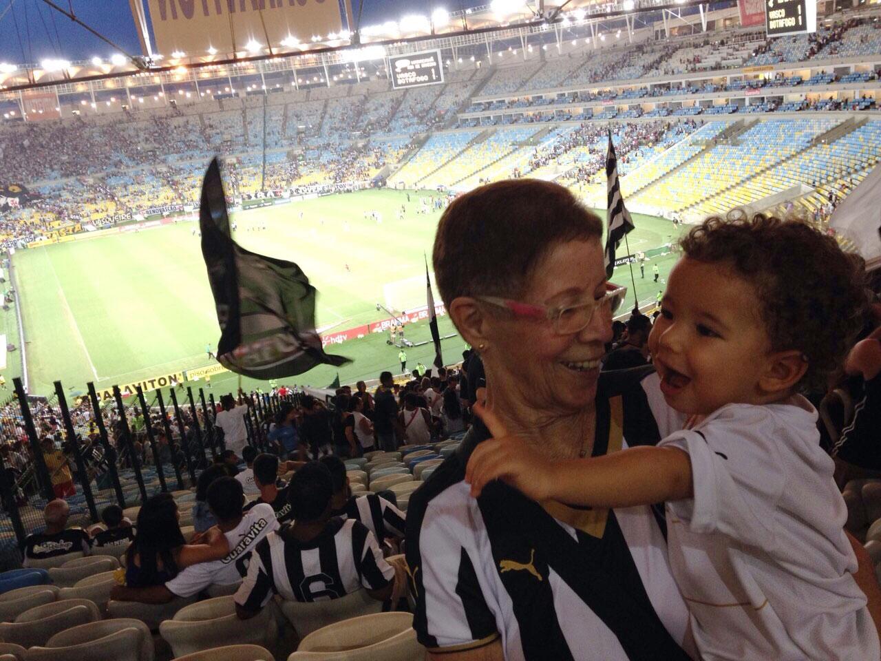 Luzia e José Antônio no Maracanã.