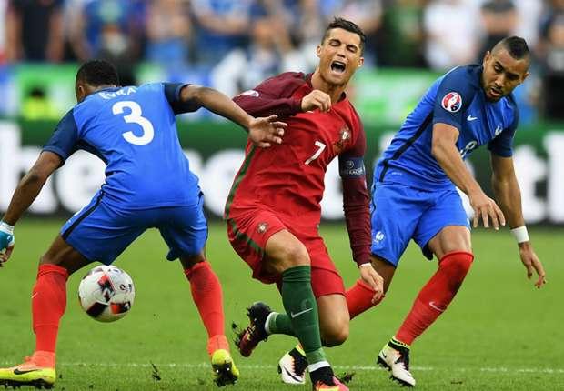 O momento em que Cristiano Ronaldo se lesiona, ainda no primeiro tempo