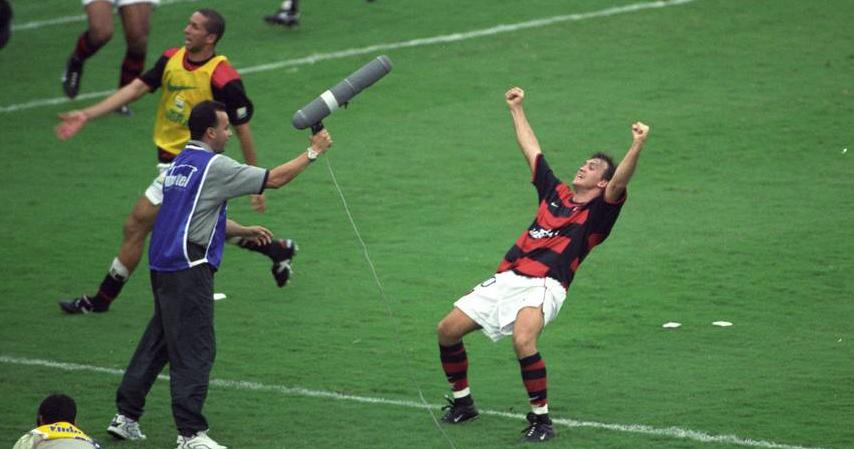 Comemoração de Petkovic após gol emblemático de falta