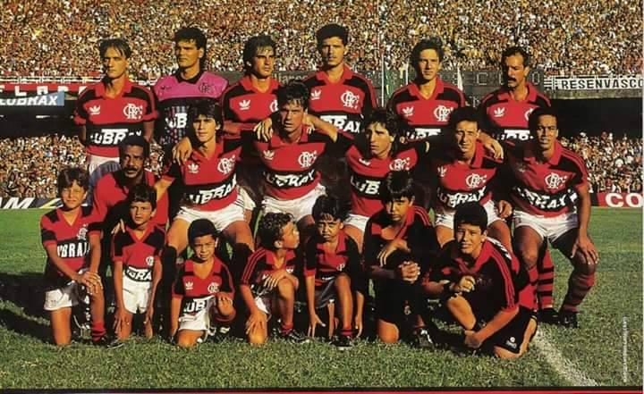 O terceiro em pé, da direita para a esquerda, Fernando fez o gol do título da Copa do Brasil de 90