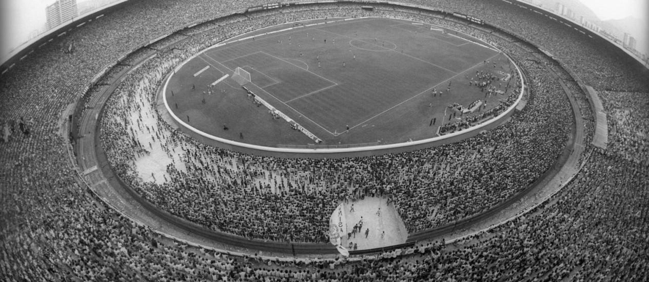 Brasil x Paraguai em 1985, com mais de 140 mil torcedores -Arquivo O Globo / Anibal Philot/