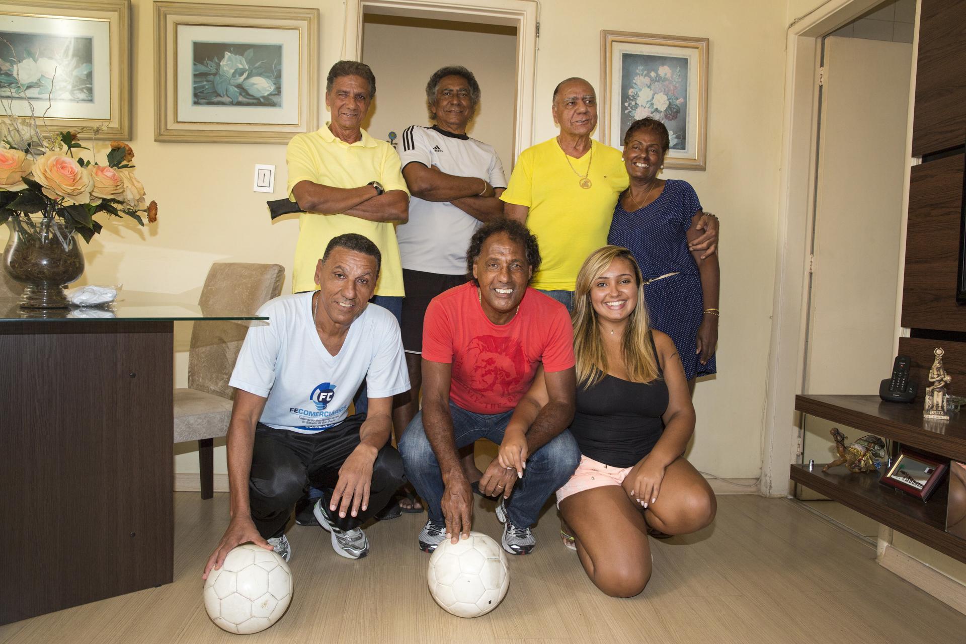 Em pé: Paulinho, Marcos Neném, César Maluco e Maria da Glória. Agachados: Caio Cambalhota, Luisinho e Natasha Lemos.