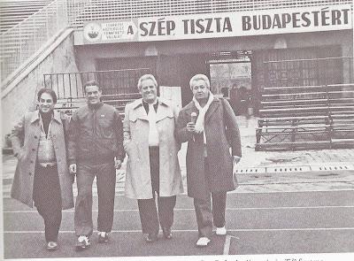 Com José Carlos Araújo, Telê Santana e Deni Menezes numa das muitas viagens internacionais.