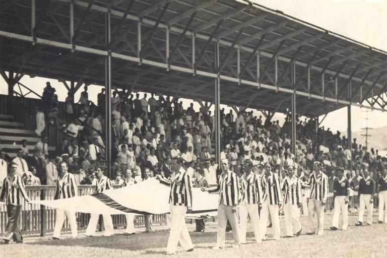 O primeiro jogo oficial da Vila