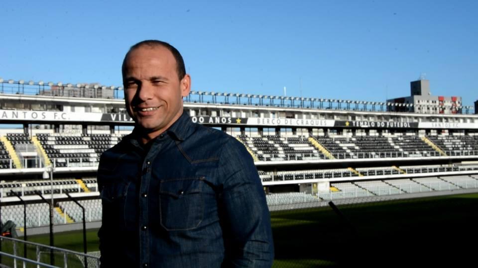 Léo recebeu homenagem no dia do centenário do estádio
