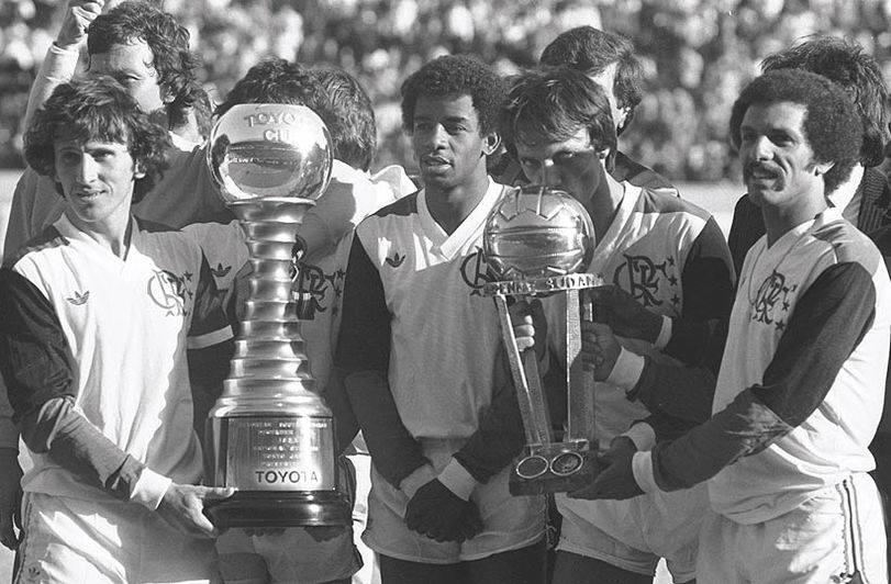 Ao lado de Zico, Leandro e Júnior, Andrade comemora o título mundial