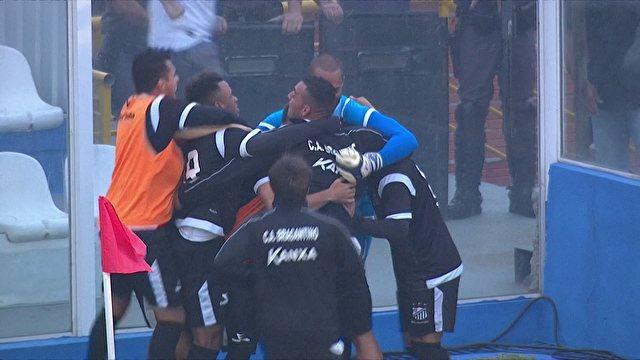Jogadores do Bragantino comemoram