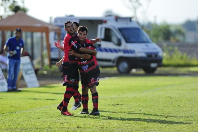 Giliardi (sorrindo na foto) é o grande amigo de Gabiru em Crissiumal (Foto: André Ávila / Agencia RBS)