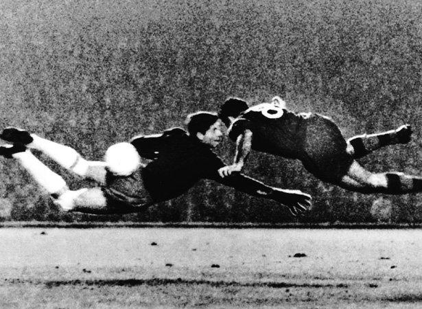 Histórico gol de Evaristo (Foto: Reprodução)