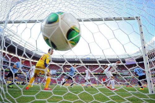 b8f97cf527 Gol sem dúvida é o grande momento do futebol e como todos sabem, bola na  trave não altera o placar. Descontado os clichês, a coisa mais importante  do ...