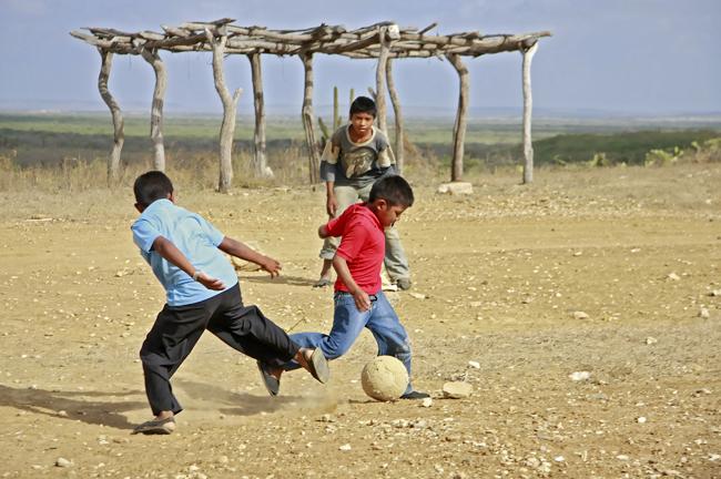 wayuu__futebol-meninos__foto-Ameurico-VermelhoWAYUU__FUTEBOL__MG_9462.jpeg