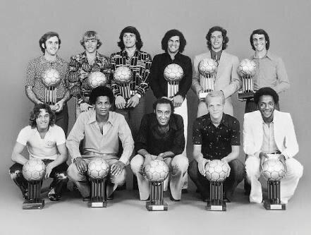 Aranha(Remo), Marinho Chagas(Botafogo), Figueroa (Inter), Beto Bacamarte(Grêmio), Leão (Palmeiras) e Piazza(Cruzeiro); Osni(Vitória), Alberi(ABC), Zé Roberto(Coritiba), Ademir da Guia(Palmeiras) e Paulo César Caju(Flamengo). Bola de Prata 1972.