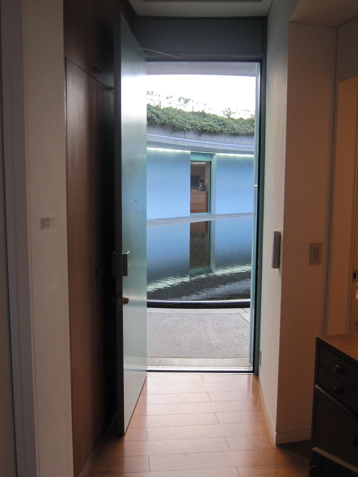 Benesse Arch Oval door.jpg