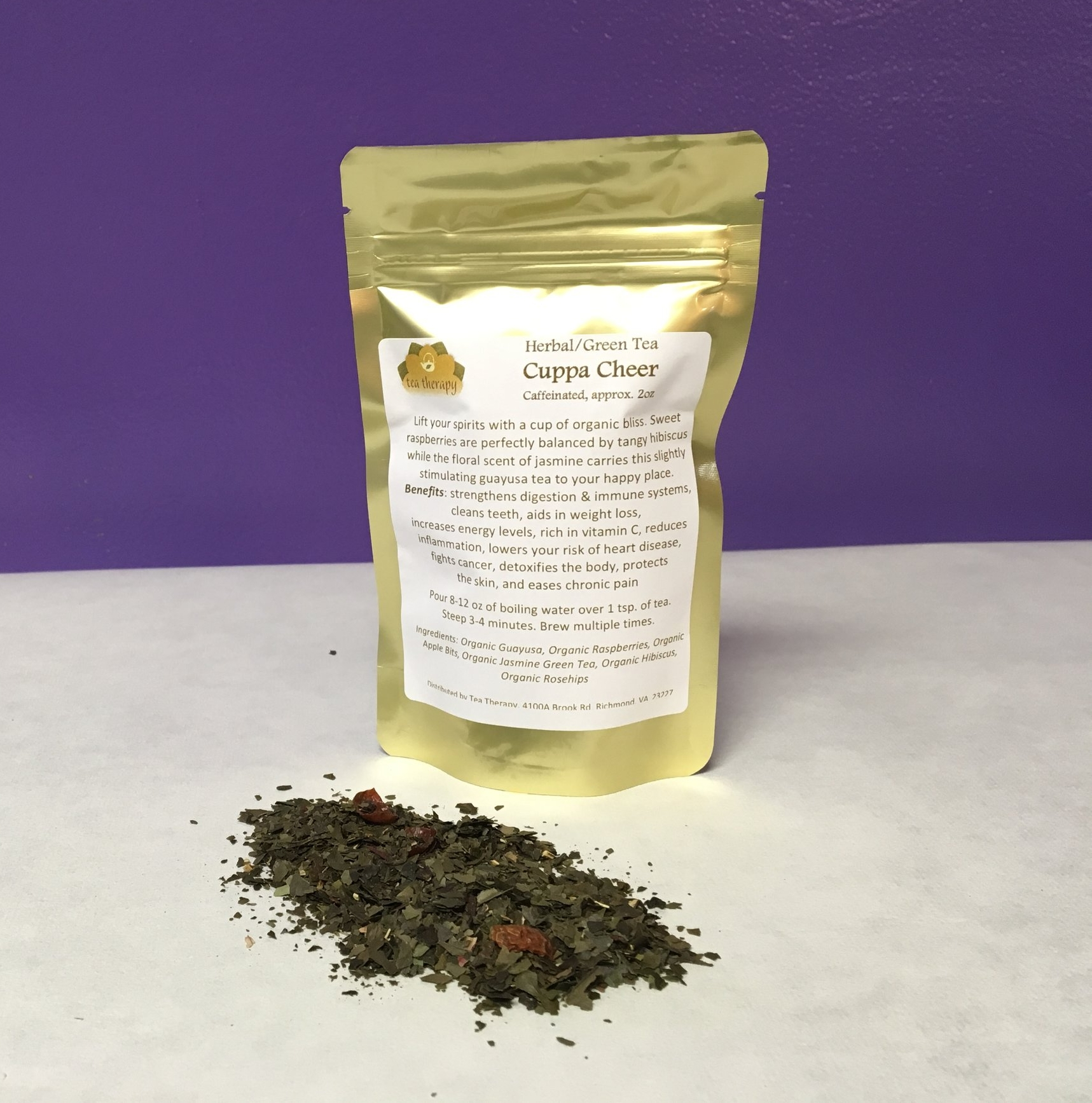 Cuppa Cheer - Herbal tea – caffeinated - Lift your spirits with a cup of organic bliss. Sweet raspberries are perfectly balanced by tangy hibiscus while the floral scent of jasmine carries this slightly stimulating guayusa tea to your happy place. Benefits: strengthens digestion & immune systems, cleans teeth, aids in weight loss, increases energy levels, rich in vitamin C, reduces inflammation, lowers your risk of heart disease, fights cancer, detoxifies the body, protects the skin, and eases chronic pain. Ingredients: Organic Guayusa, Organic Raspberries, Organic Apple Bits, Organic Jasmine Green Tea, Organic Hibiscus, Organic Rosehips