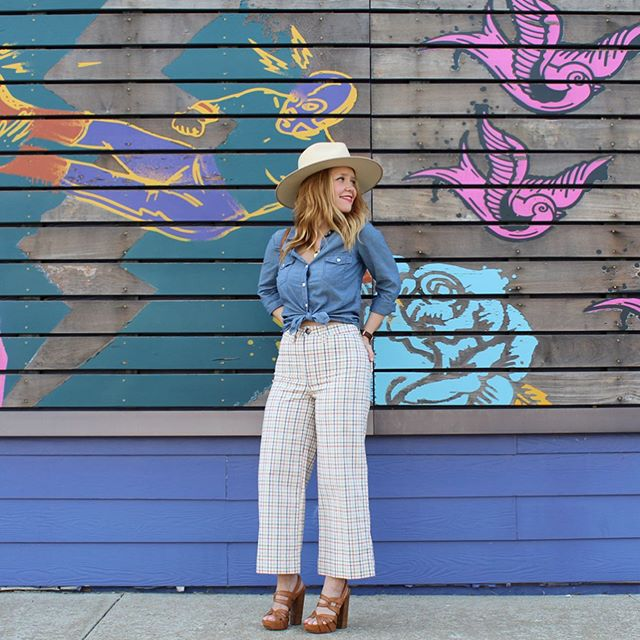 👩🏼‍🌾 My new favorite emoji 👩🏼‍🌾 And my favorite pants.👖I've rounded up some fun patterned pants for you guys in the @liketoknow.it app, here 👉🏼 http://liketk.it/2DY6a and at the link in my bio. So many easy ways to shop! #liketkit #trustyourcloset #lackofcolor #everydaymadewell #kcblogger