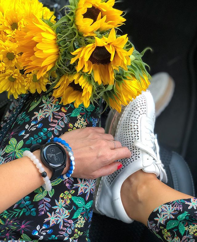 🌻🌼 When your kicks are this cute you have to count your steps. Or just have your Garmin do it for you. 🤪👟⌚️🌻 http://liketk.it/2DVZm @liketoknow.it #liketkit #trustyourcloset #ltkshoecrush #floralonfloral #styleMARC #myanthropologie