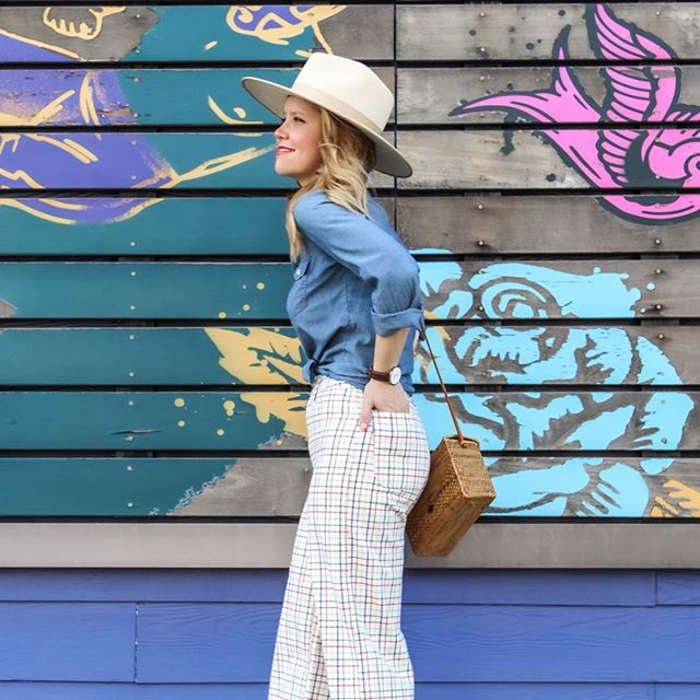 If it were socially acceptable to wear the same outfit everyday, I would wear this one with 100% certainty. I have linked these pants and several more in the @liketoknow.it app and at all my usual links. http://liketk.it/2CiIz #liketkit #trustyourcloset #everydaymadewell #summerstyle #lackofcolor #walltraveled #kcblogger