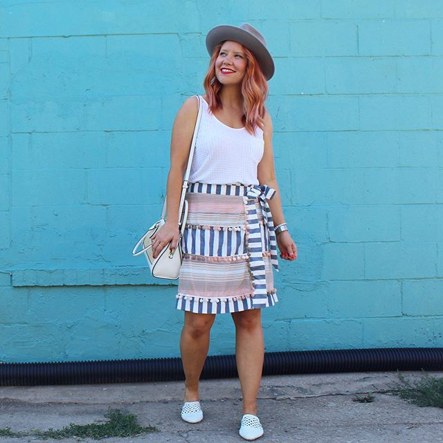 I love me some #patternplay. And this skirt makes it super easy. Shop my outfits here   http://liketk.it/2EuEp, in the @liketoknow.it app and at the link in my bio. #trustyourcloset #skirtstyle #uoonyou #rdbabe #kcblogger #walltraveled