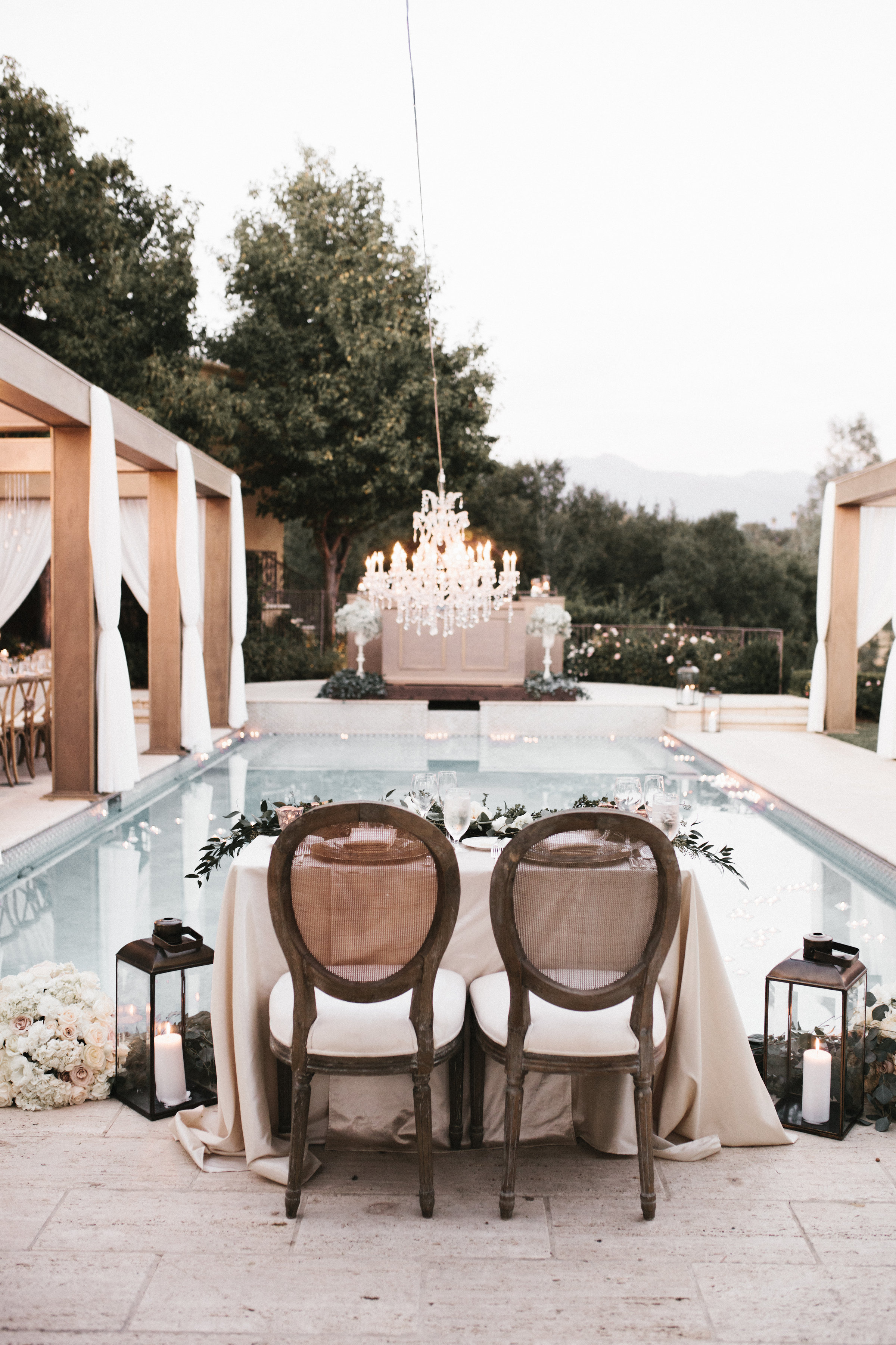 poolside sweetheart table