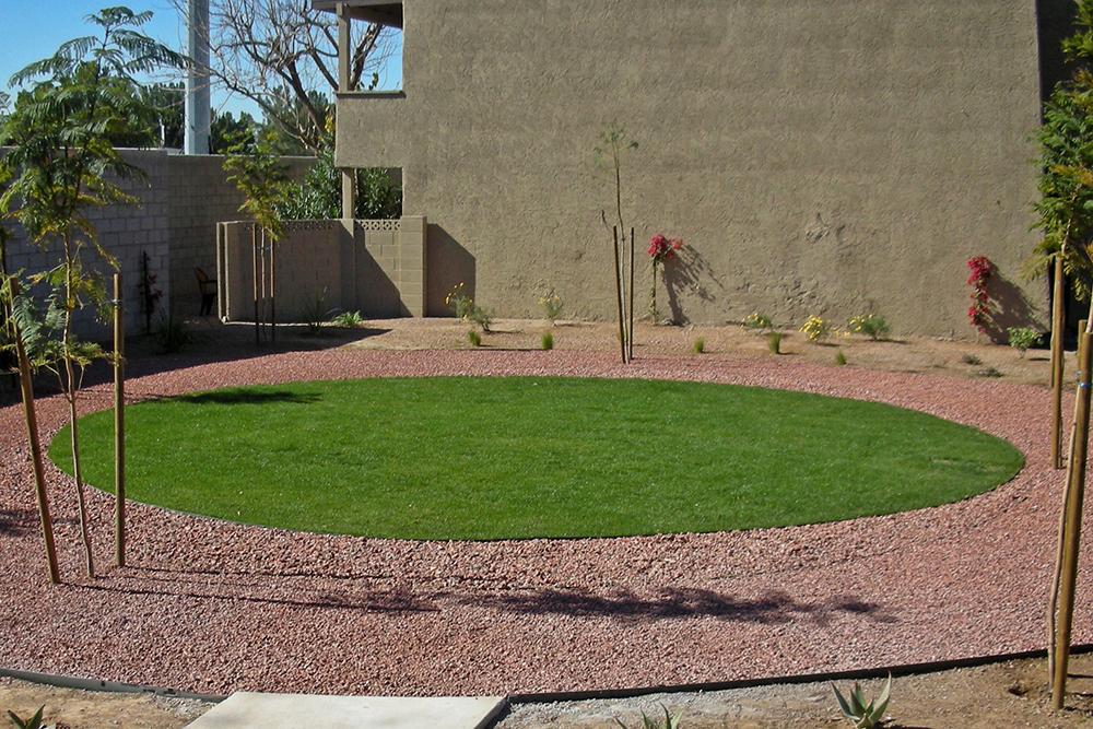 ZFreedman_LasCasitas_circle_lawn.jpg