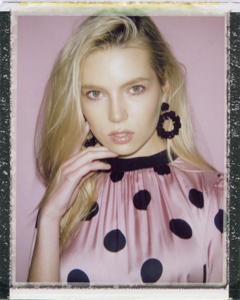 Polaroid Bigshot Fp-100c Pink Zara.jpg