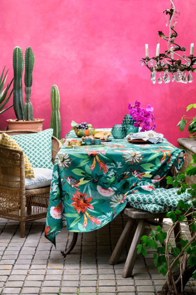 H&M:Patterned cotton tablecloth