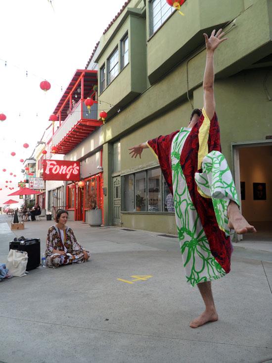 perform_chinatown_2012_004w.jpg